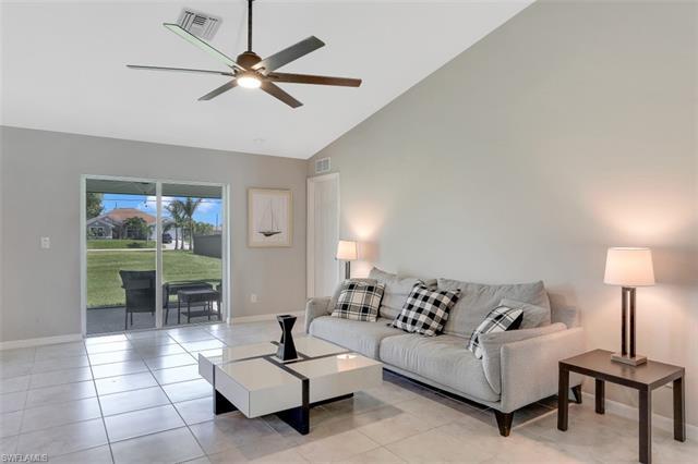 333 10th St, Cape Coral, FL 33909