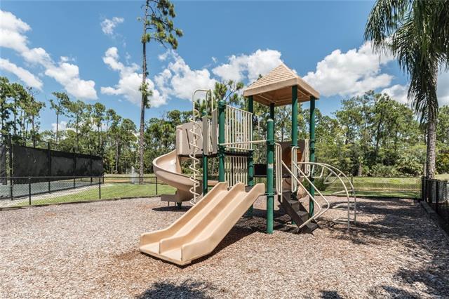 5135 Cedar Springs Dr 202, Naples, FL 34110