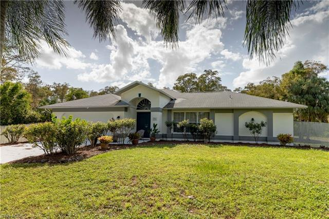 391 8th St Se, Naples, FL 34117