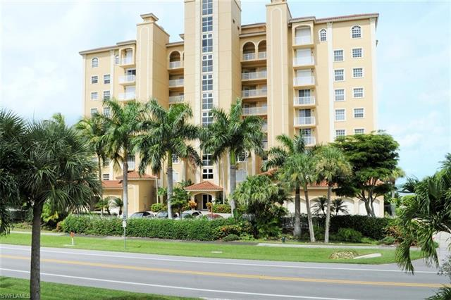 9577 Gulf Shore Dr 401, Naples, FL 34108