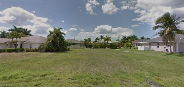 2530 24th Ct, Cape Coral, FL 33914