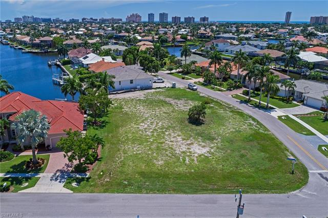 1148 Strawberry Ct, Marco Island, FL 34145