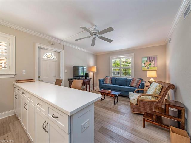 980 7th Ave S 106, Naples, FL 34102