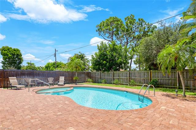 644 94th Ave N, Naples, FL 34108