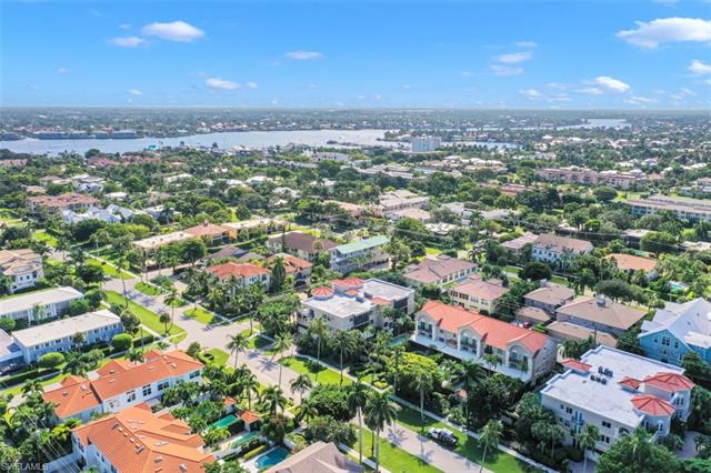 470 10th Ave S 301, Naples, FL 34102