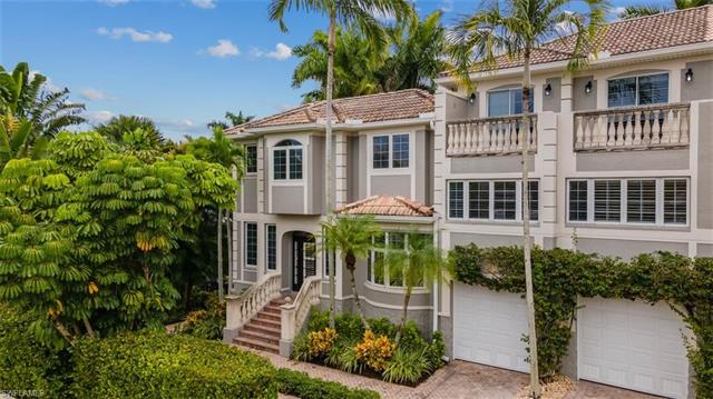 991 8th St S 1, Naples, FL 34102