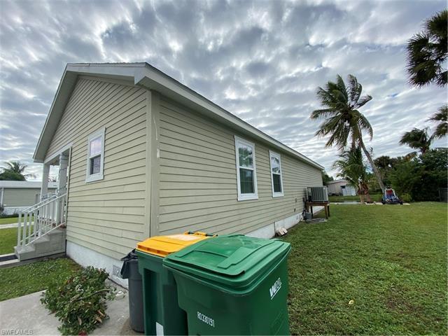 47 Moon Bay St, Naples, FL 34114