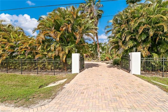 6175 English Oaks Ln, Naples, FL 34119