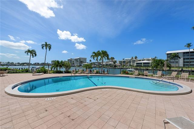 222 Harbour Dr 207, Naples, FL 34103