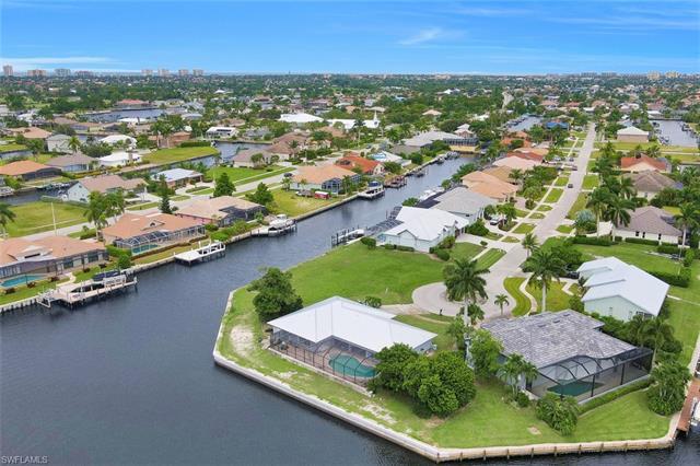 214 Grapewood Ct, Marco Island, FL 34145