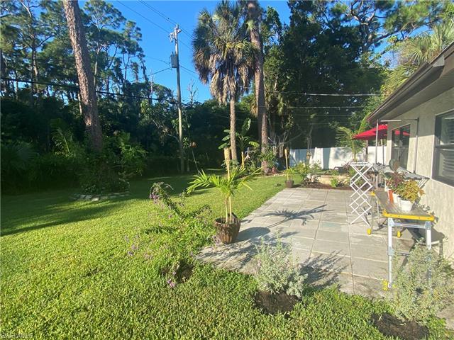 1390 Embassy Ln, Naples, FL 34104