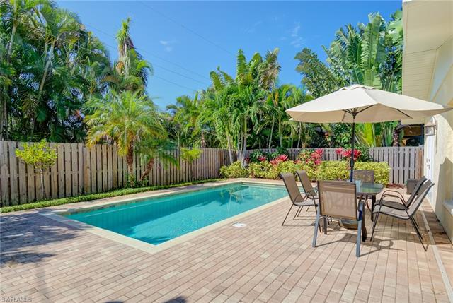 758 93rd Ave N, Naples, FL 34108