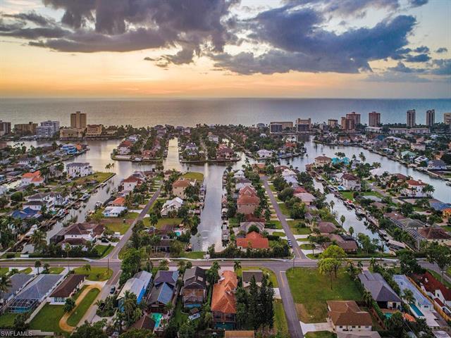 10262 Vanderbilt Dr, Naples, FL 34108