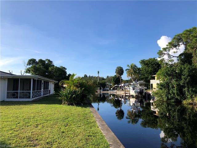 2620 Riverview Dr, Naples, FL 34112