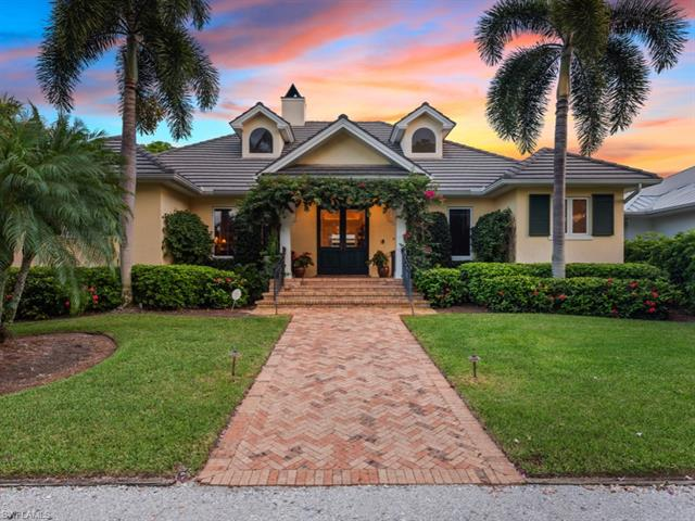 466 4th Ave N, Naples, FL 34102