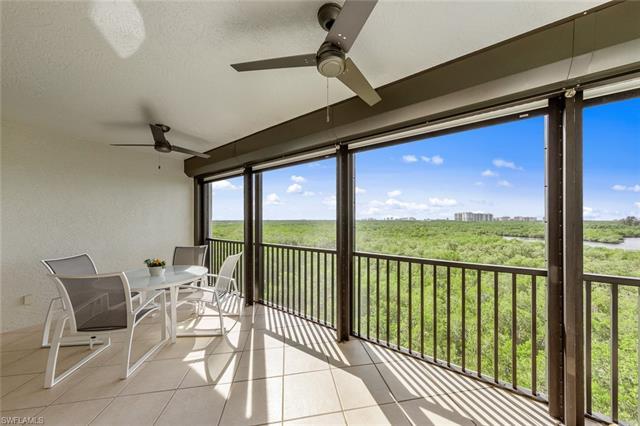 425 Cove Tower Dr 703, Naples, FL 34110