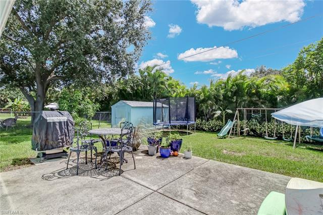706 97th Ave N, Naples, FL 34108