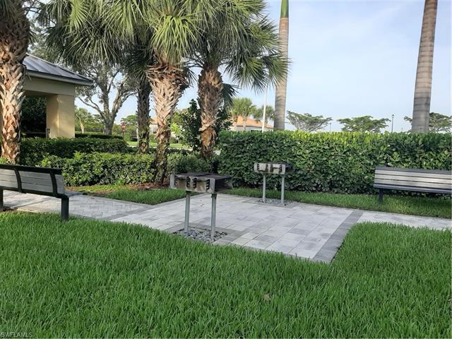 2049 Fairmont Ln, Naples, FL 34120