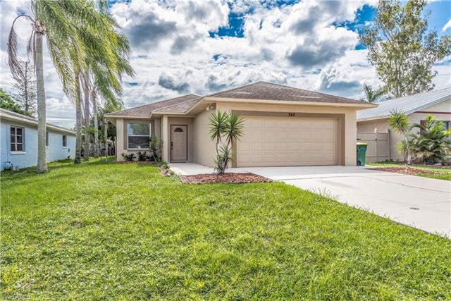 746 103 Rd Ave N, Naples, FL 34108