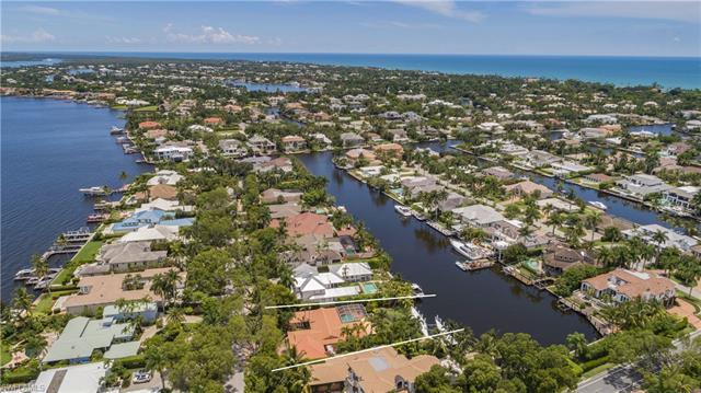 1840 8th St S, Naples, FL 34102