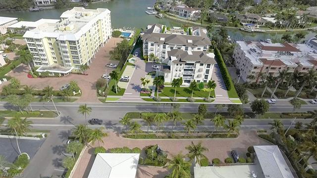 1820 Gulf Shore Blvd N 202, Naples, FL 34012