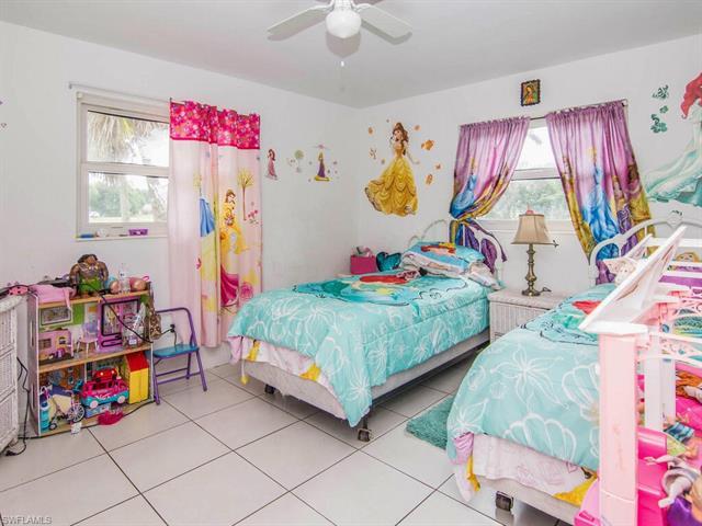 6735 Yarberry Ln, Naples, FL 34109
