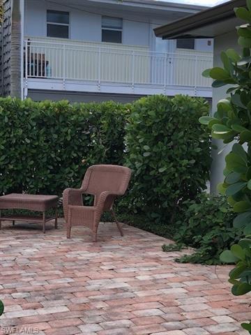 280 2nd Ave S 204, Naples, FL 34102