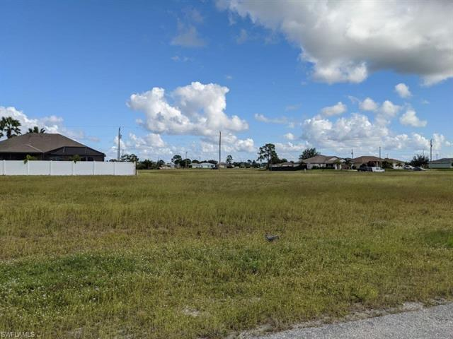2107 17th Ave, Cape Coral, FL 33993