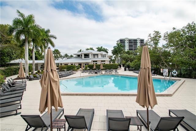 537 Club Side Dr 3-537, Naples, FL 34110
