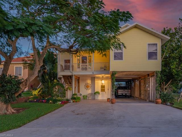 86 Dolphin Cir, Naples, FL 34113