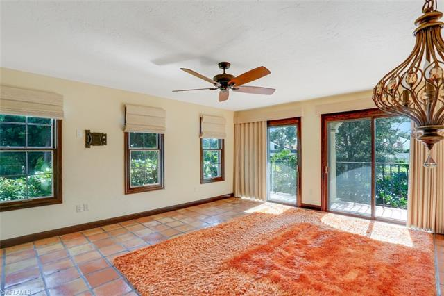 5850 Pelican Bay Blvd D, Naples, FL 34108