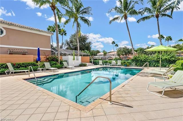 5565 Cove Cir 75, Naples, FL 34119