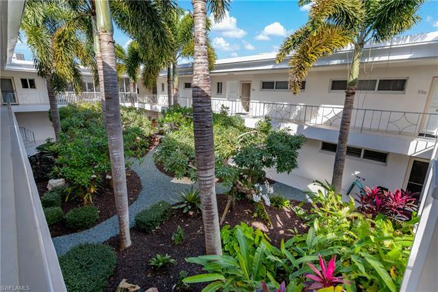 211 3rd Ave S 211, Naples, FL 34102