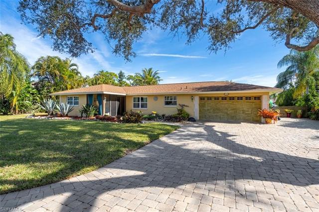 27061 Homewood Dr, Bonita Springs, FL 34135