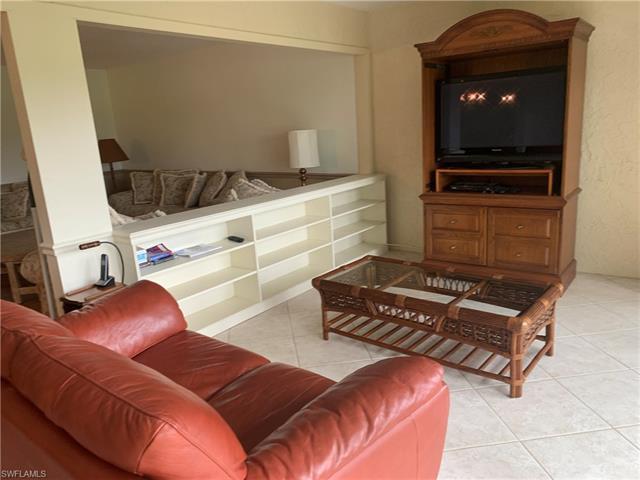 109 Clubhouse Ln E-296, Naples, FL 34105