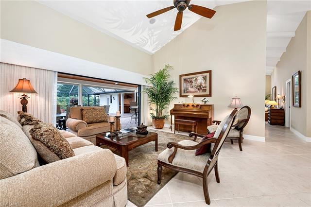 811 Bentwood Dr, Naples, FL 34108