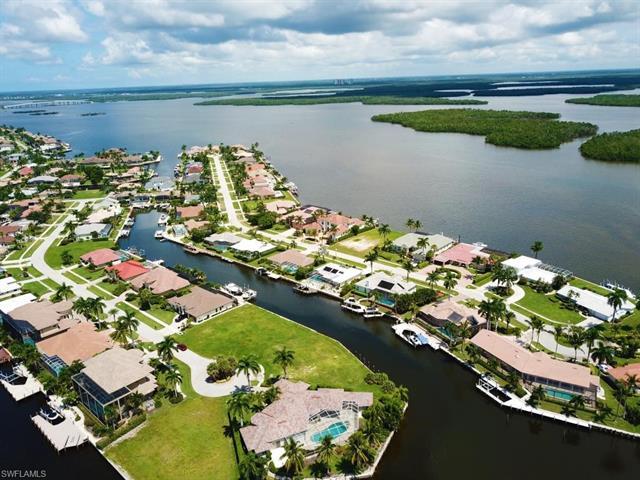 125 Hollyhock Ct, Marco Island, FL 34145