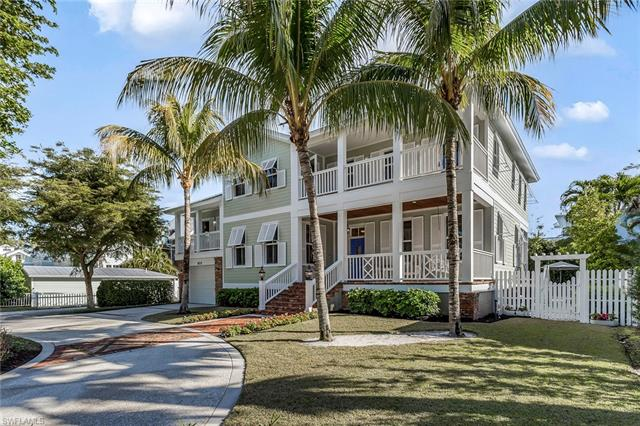 855 7th St S, Naples, FL 34102