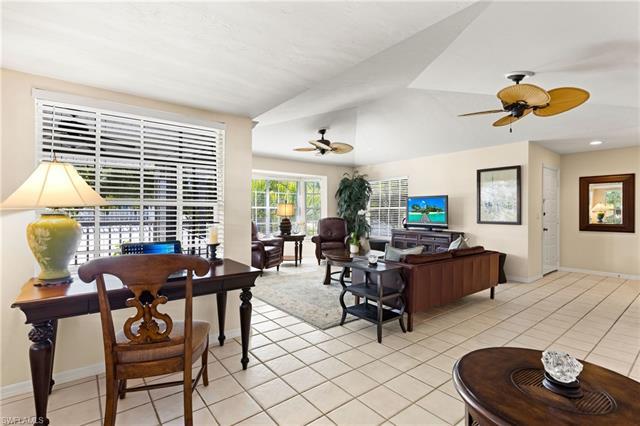 231 2nd Ave S 202, Naples, FL 34102