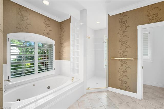 5920 Sonoma Ct, Naples, FL 34119