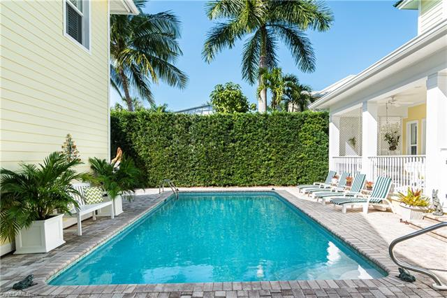 362 2nd Ave N, Naples, FL 34102