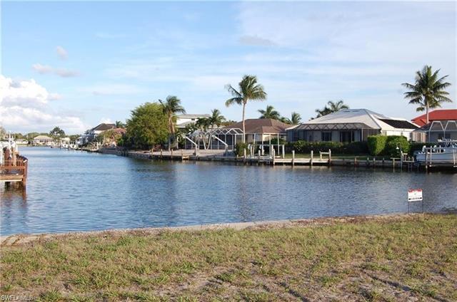 109 Gulfstream St, Marco Island, FL 34145