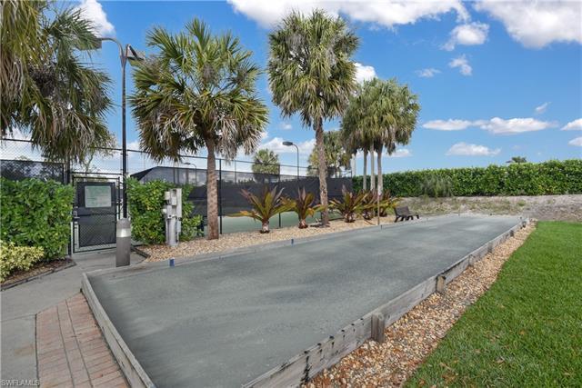 7864 Gardner Dr, Naples, FL 34109