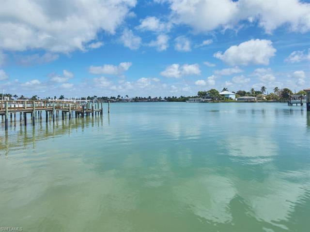 33 Pelican St W, Naples, FL 34113
