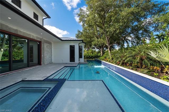 823 Bentwood Dr, Naples, FL 34108