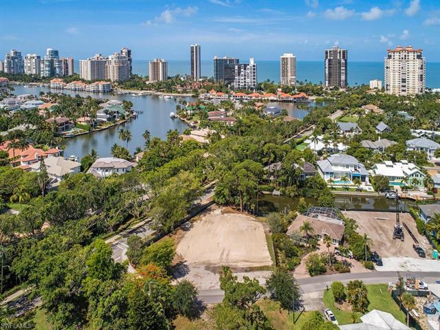 5037 Starfish Ave, Naples, FL 34103