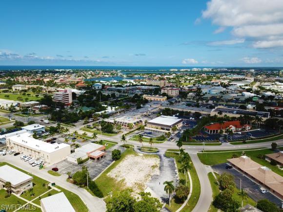 579 Elkcam Cir, Marco Island, FL 34145