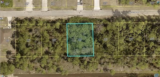 714 Foxtail St E, Lehigh Acres, FL 33974
