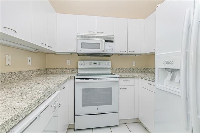 89 Silver Oaks Cir 5203, Naples, FL 34119