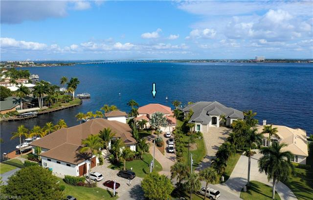 5615 Riverside Dr, Cape Coral, FL 33904